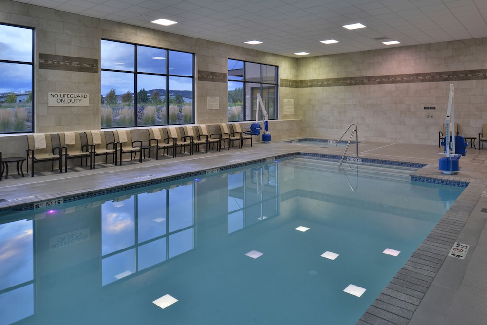 Pool, Hampton Inn & Suites Bend