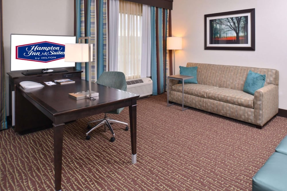 Living Area, Hampton Inn & Suites Bend