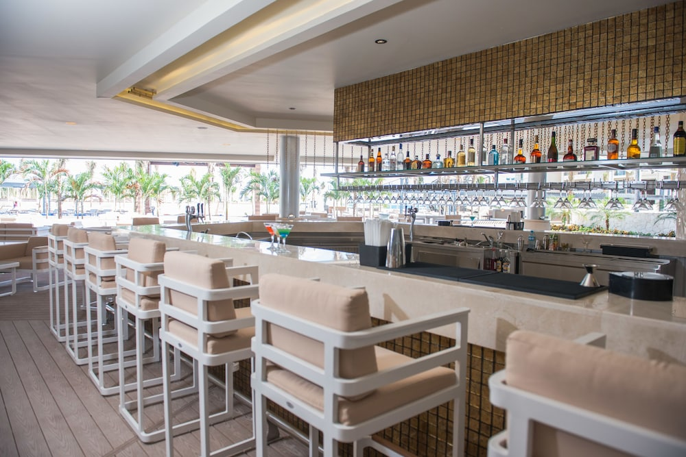 Bar, Royalton Riviera Cancun Resort & Spa - All Inclusive