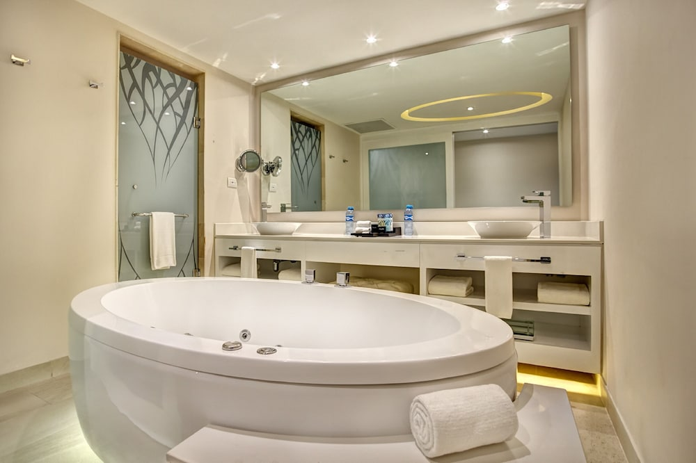 Bathroom, Royalton Riviera Cancun Resort & Spa - All Inclusive