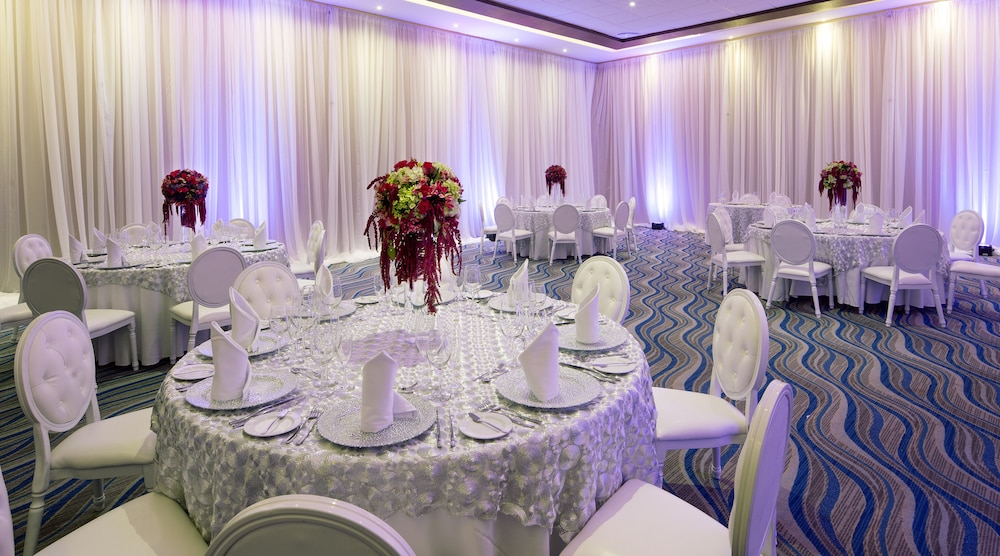 Indoor Wedding, Royalton Riviera Cancun Resort & Spa - All Inclusive