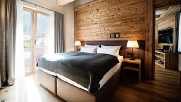 1 bedroom, hypo-allergenic bedding, minibar, in-room safe