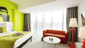 Hypo-allergenic bedding, desk, free WiFi, linens
