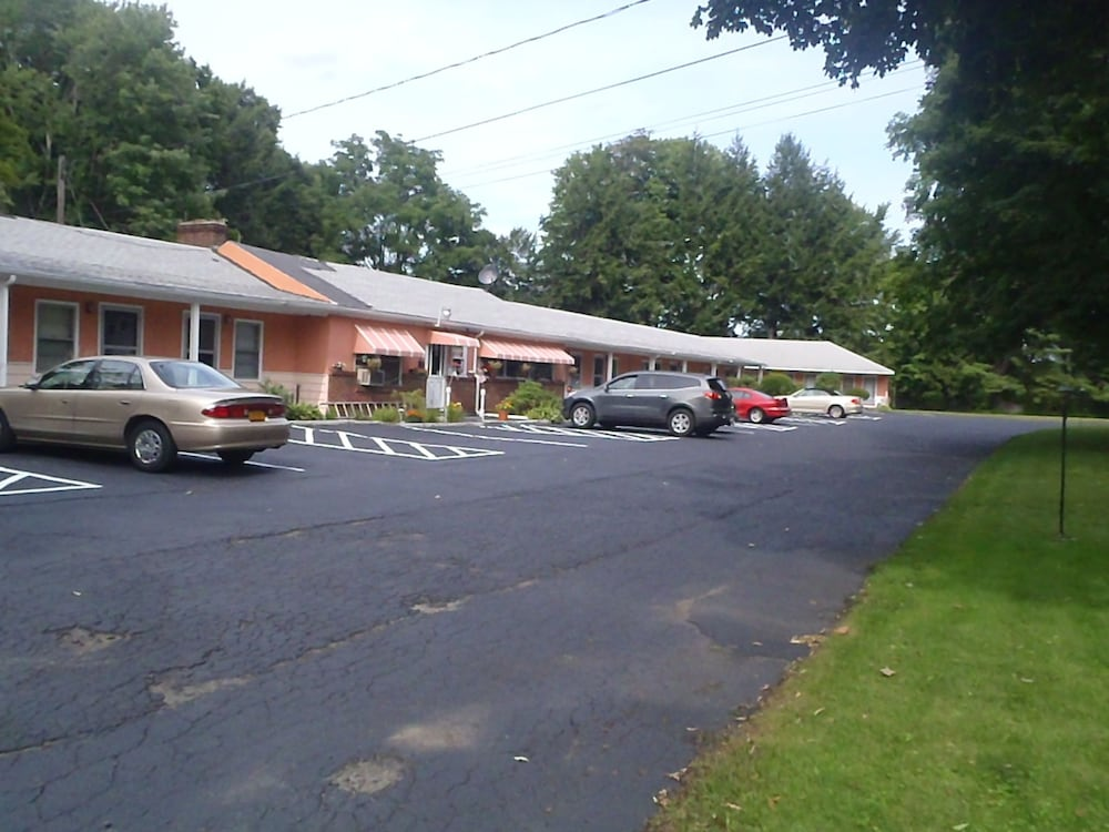 Front of Property, Heart of the Berkshires Motel