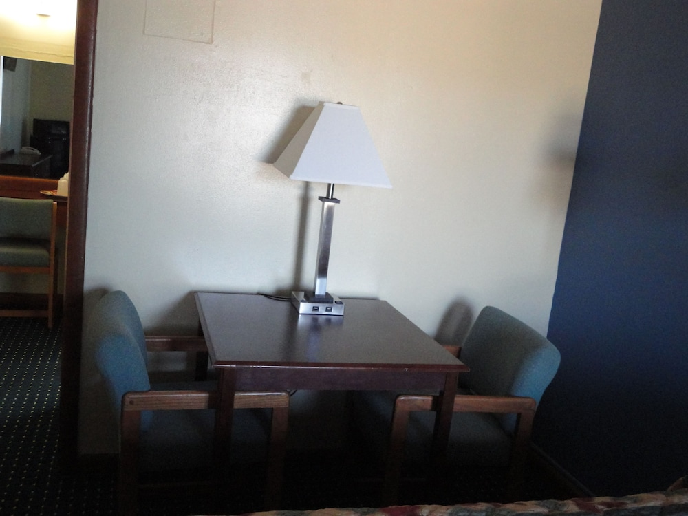 In-Room Dining, Sands Motel