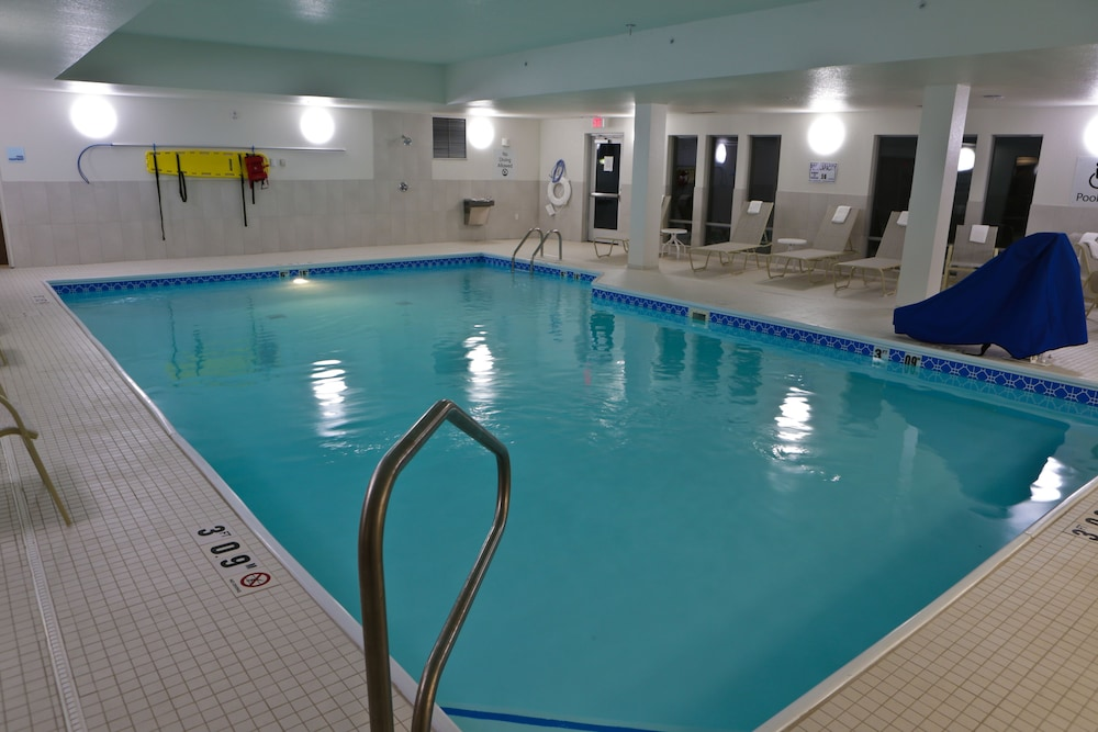 Pool, Holiday Inn Express & Suites Monroe, an IHG Hotel