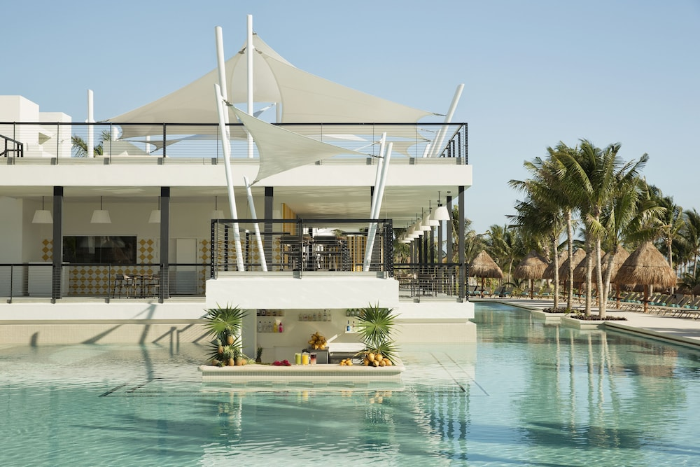 Swim-up Bar, Finest Playa Mujeres by The Excellence Collection  All inclusive