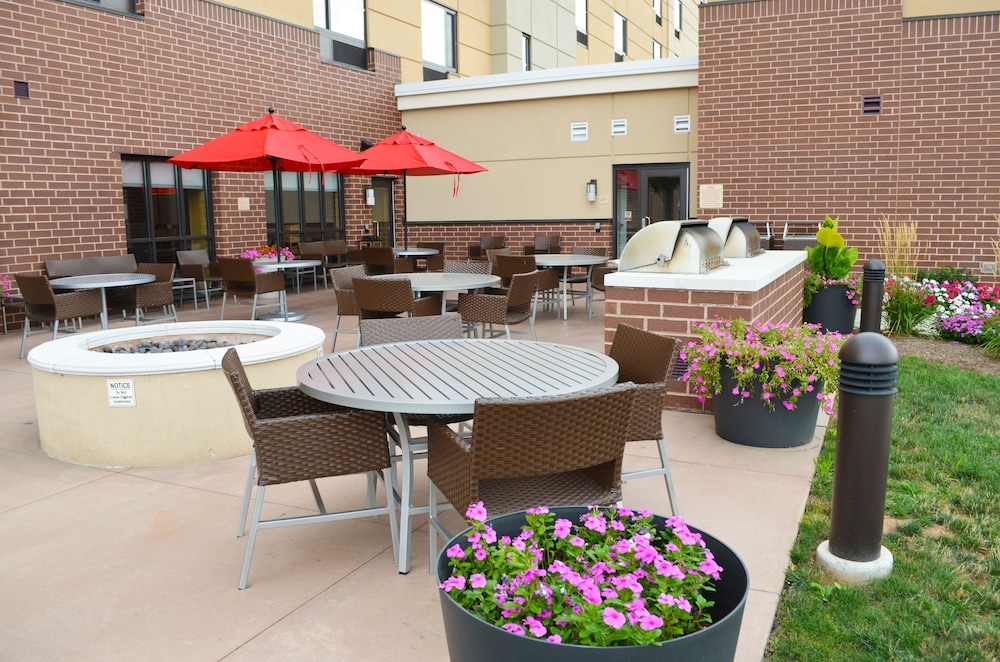 BBQ/Picnic Area, Towneplace Suites by Marriott Harrisburg West/Mechanicsburg