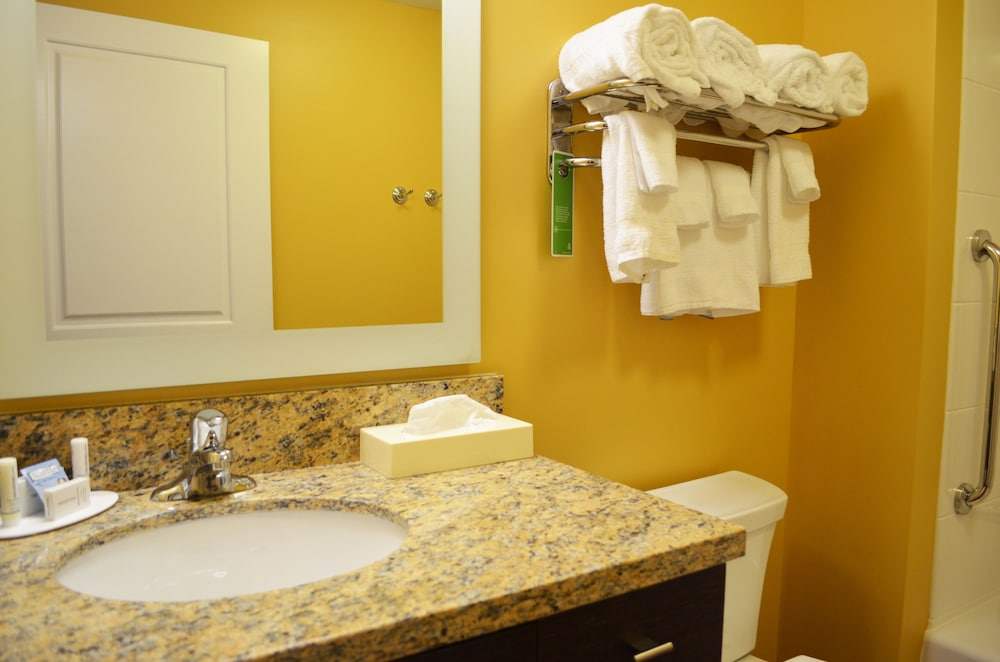 Bathroom, Towneplace Suites by Marriott Harrisburg West/Mechanicsburg