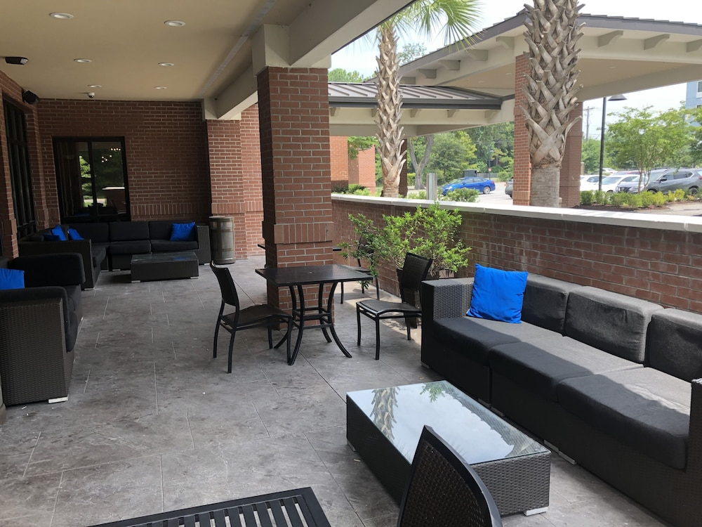 Terrace/Patio, DoubleTree by Hilton Charleston Mount Pleasant