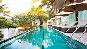 3 個室外泳池;泳池傘、躺椅