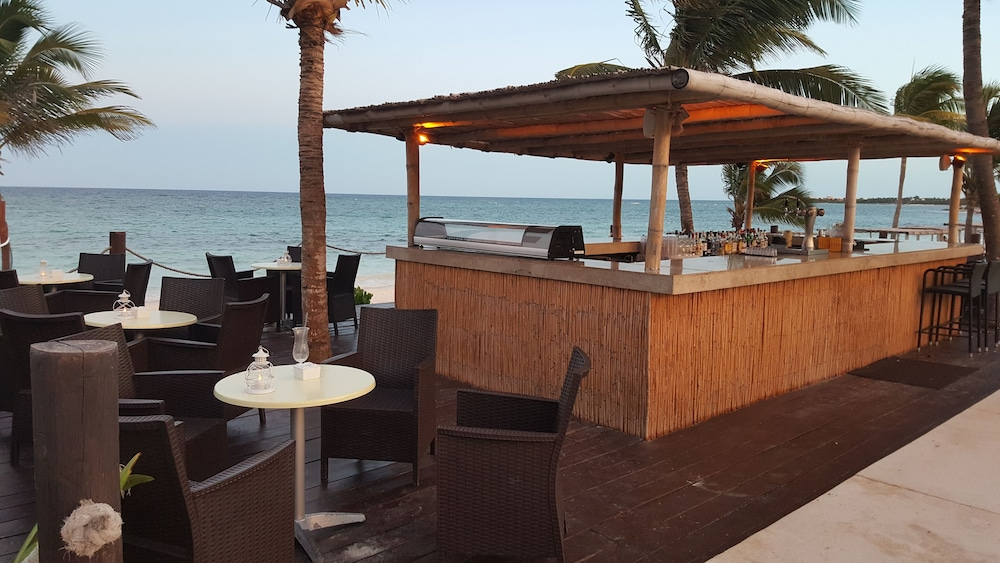 Snack Bar, Akumal Bay Beach & Wellness Resort - All Inclusive
