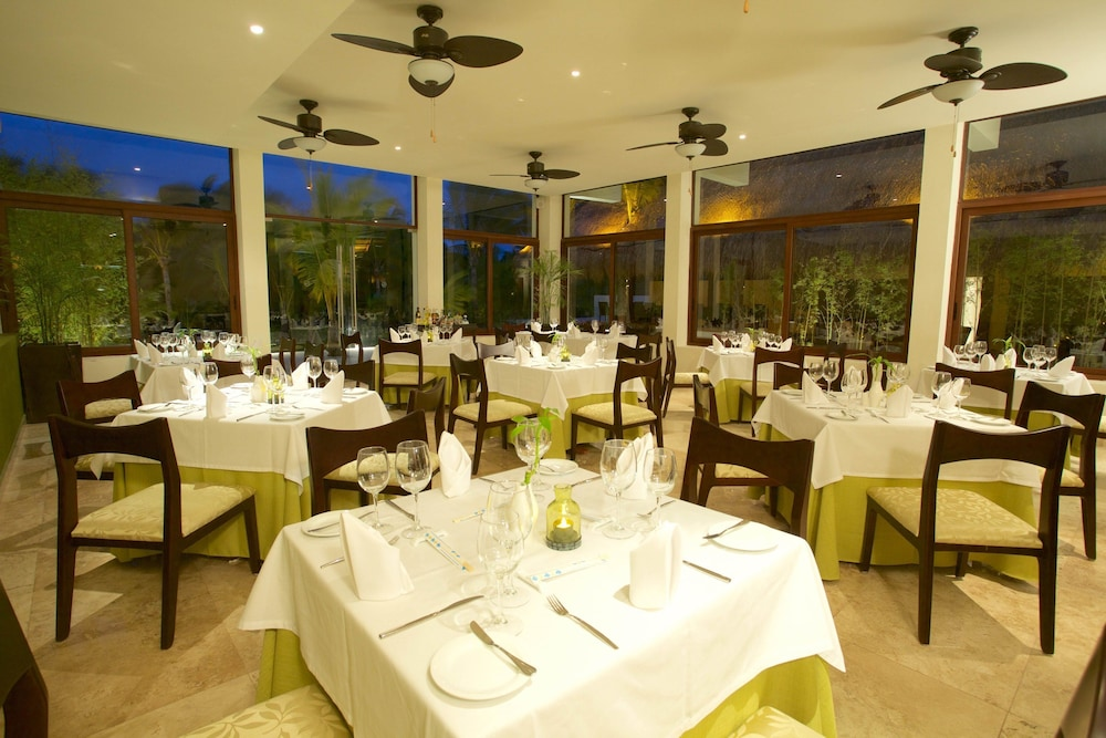 Dining, Akumal Bay Beach & Wellness Resort - All Inclusive