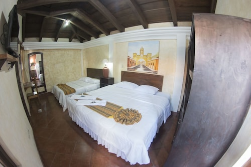 Uxlabil Hotel y Galeria Antigua