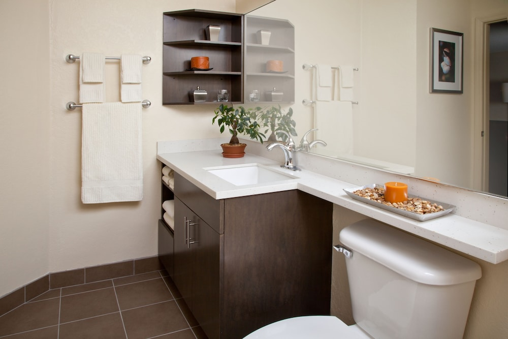 Bathroom, Candlewood Suites Harlingen