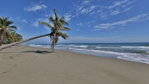Aan het strand, gratis strandcabana's, strandlakens