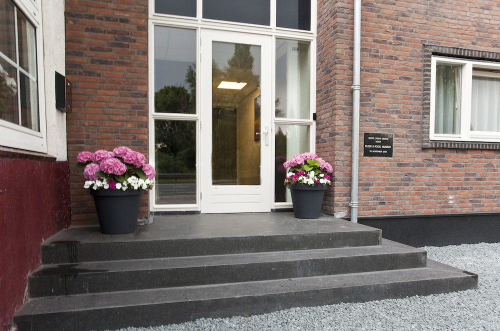 Property Entrance, Hotel de Keizerskroon