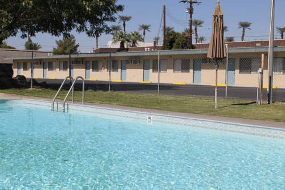 Outdoor Pool, Indio Holiday Motel