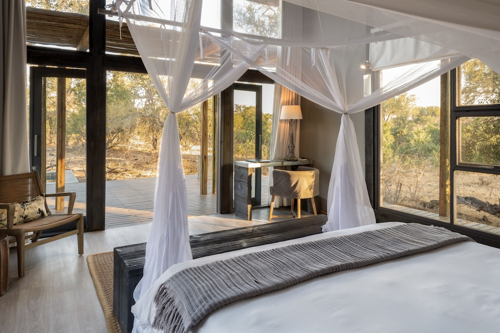 Room, Simbavati River Lodge