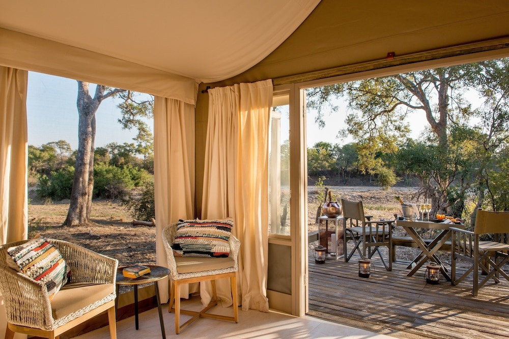 Balcony, Simbavati River Lodge