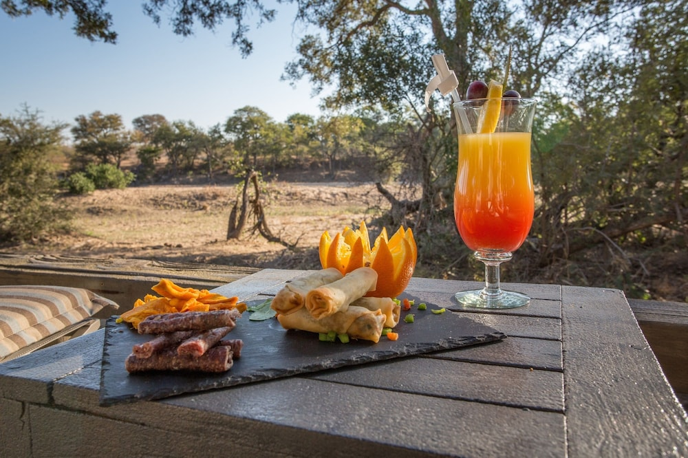 Food and Drink, Simbavati River Lodge