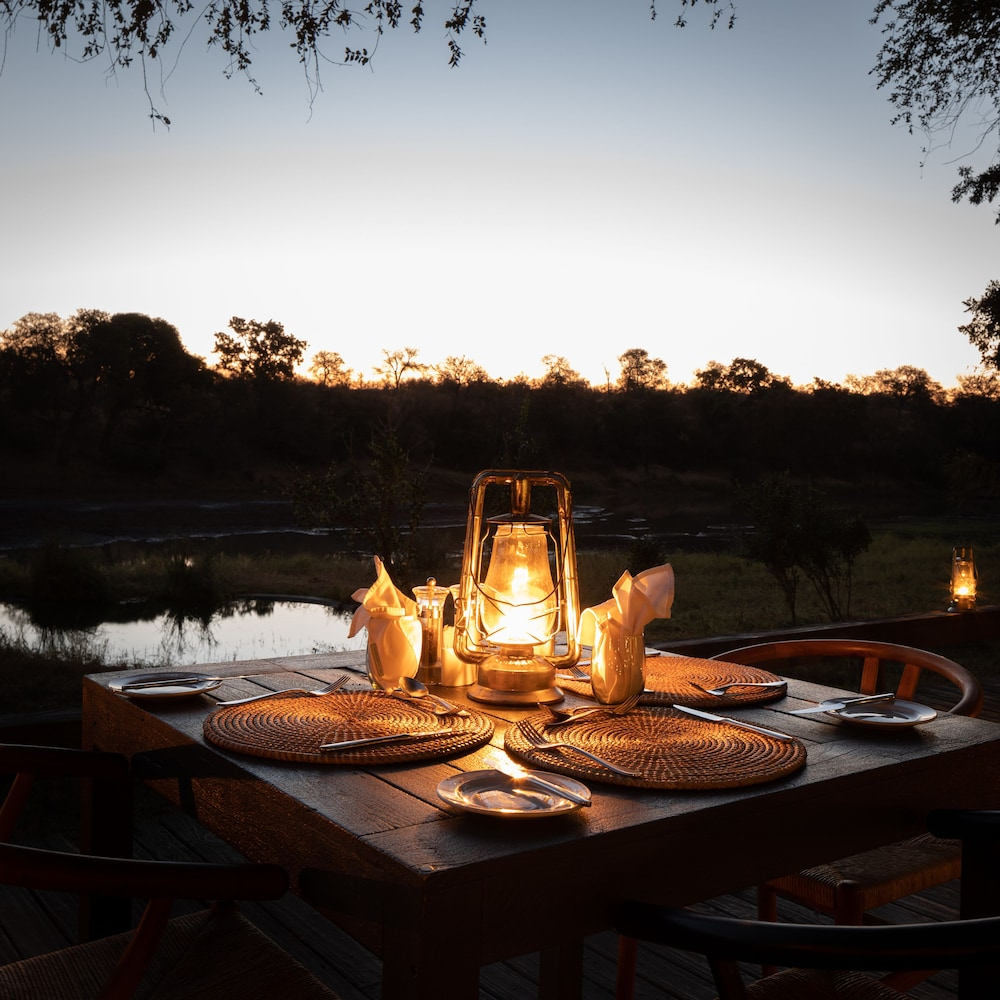 Outdoor Dining, Simbavati River Lodge