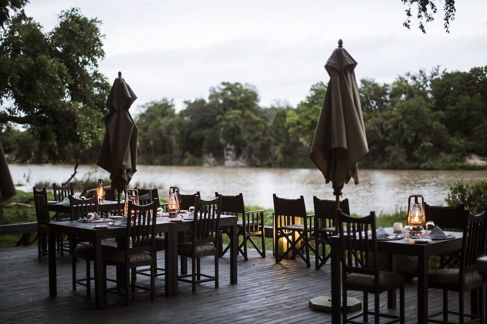 Dining, Simbavati River Lodge