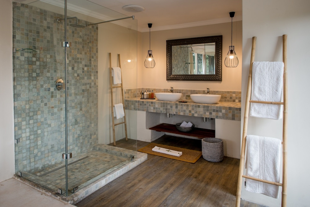 Bathroom, Simbavati River Lodge