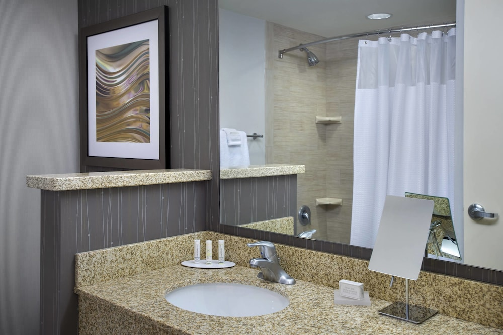 Bathroom, Courtyard by Marriott Philadelphia Lansdale