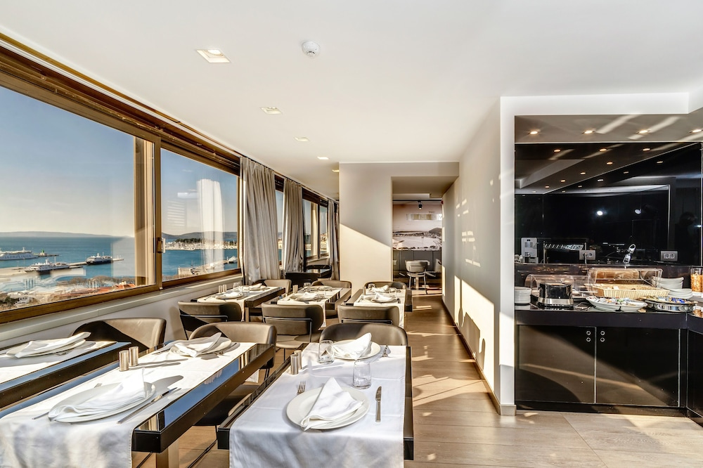 Restaurant, The View Luxury Rooms