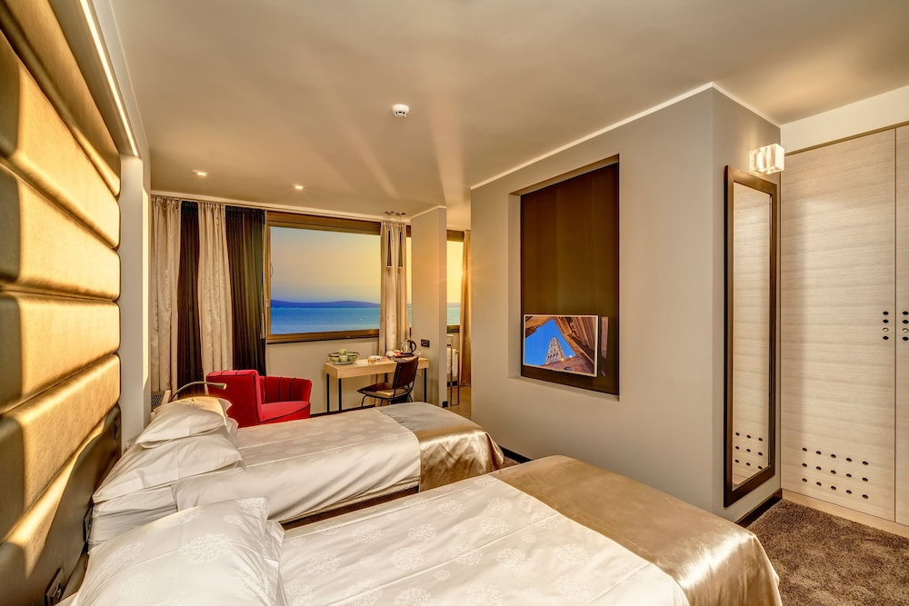 Room, The View Luxury Rooms