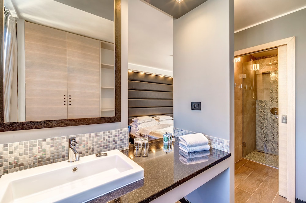 Bathroom, The View Luxury Rooms