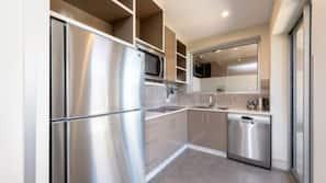 ตู้เย็นขนาดใหญ่, ไมโครเวฟ, เตาทำครัว, เครื่องล้างจาน