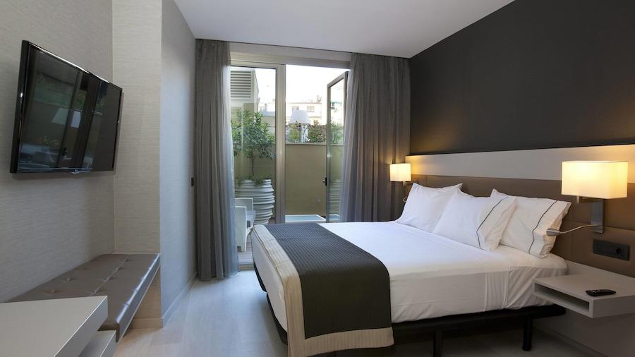 AC Hotel Colón Valencia by Marriott
