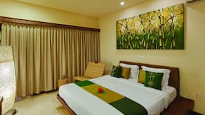 Premium bedding, in-room safe, rollaway beds, free WiFi