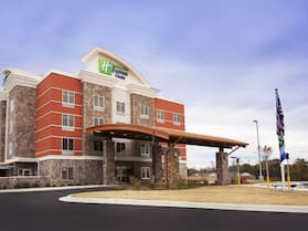 Holiday Inn Express & Suites Hot Springs, an IHG Hotel