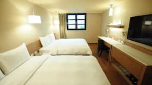 羽絨被、書桌、窗簾、免費嬰兒床