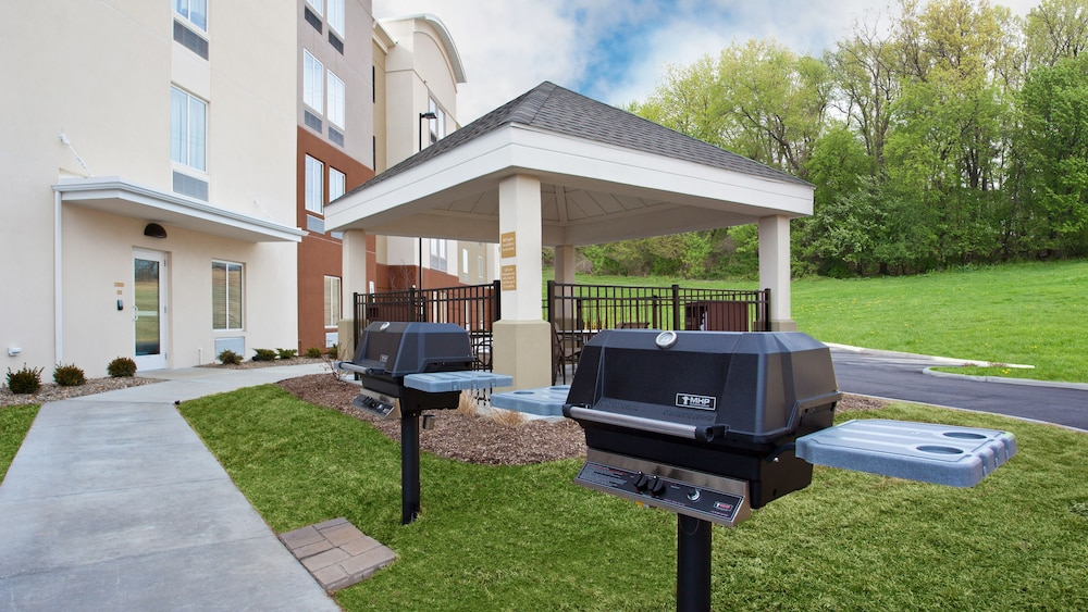 BBQ/Picnic Area, Candlewood Suites Carrollton