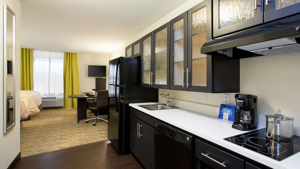 Private Kitchen, Candlewood Suites Carrollton