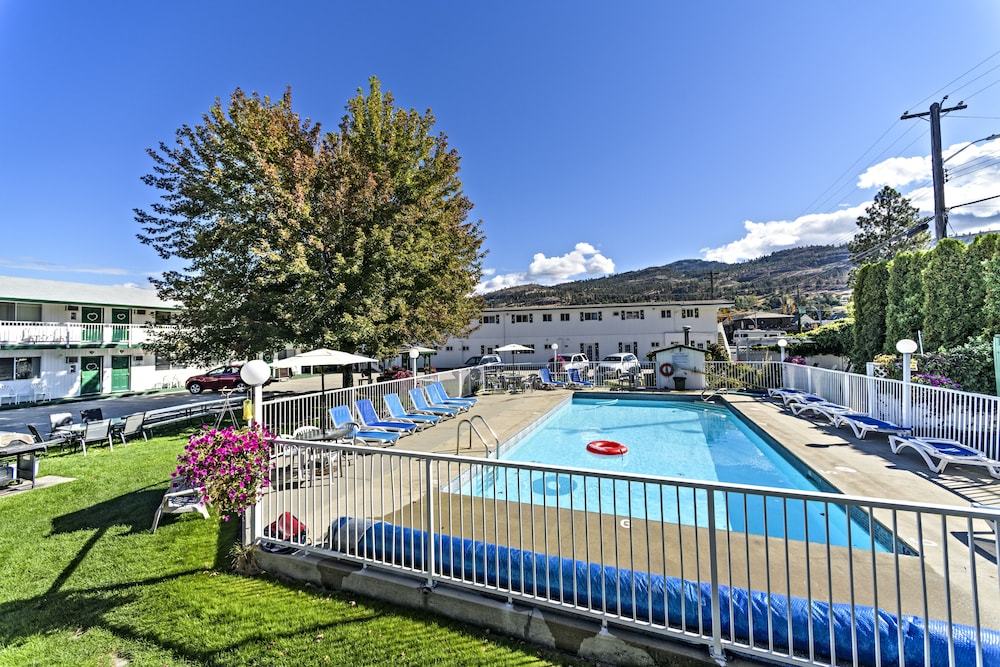 Outdoor Pool, Empire Motel