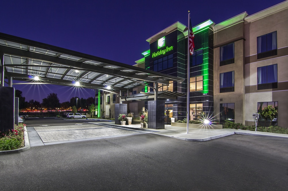Featured Image, Holiday Inn Carlsbad