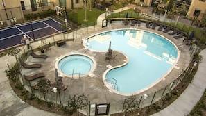 室外游泳池,08:00 至 22:00 开放,免费小屋