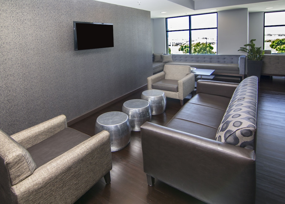 Lobby Sitting Area, Holiday Inn Carlsbad