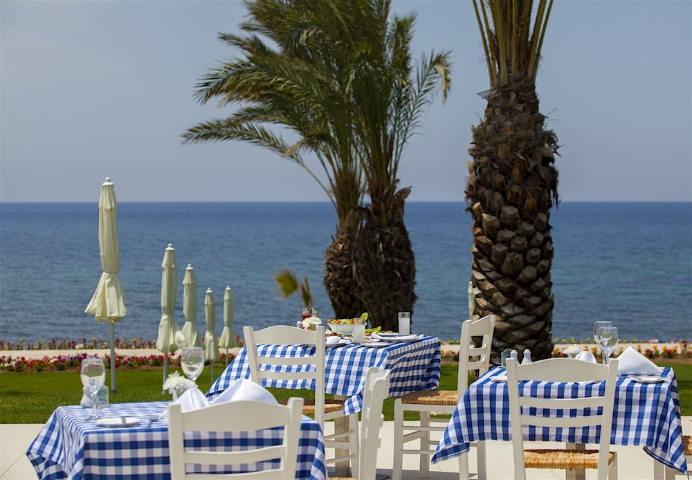 Outdoor Dining, King Evelthon Beach Hotel & Resort