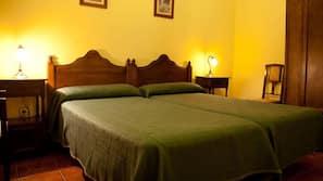 Escritorio, camas supletorias (de pago), ropa de cama