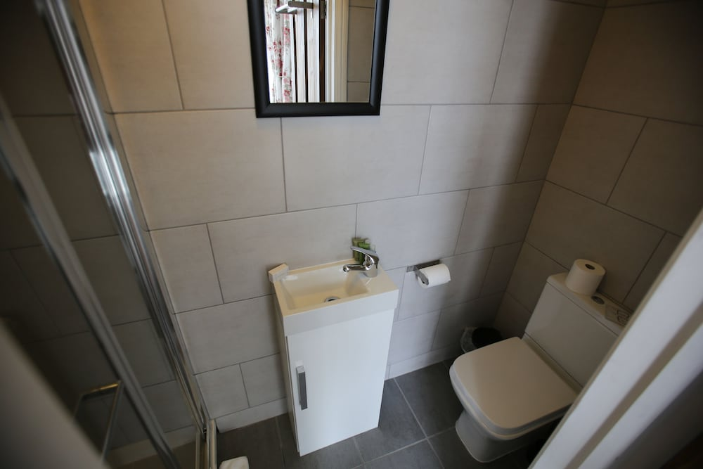 Bathroom, Manor House London