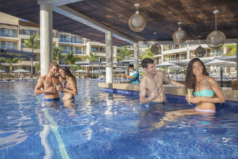 Poolside Bar, Hideaway at Royalton Riviera Cancun Adults Only - All Inclusive