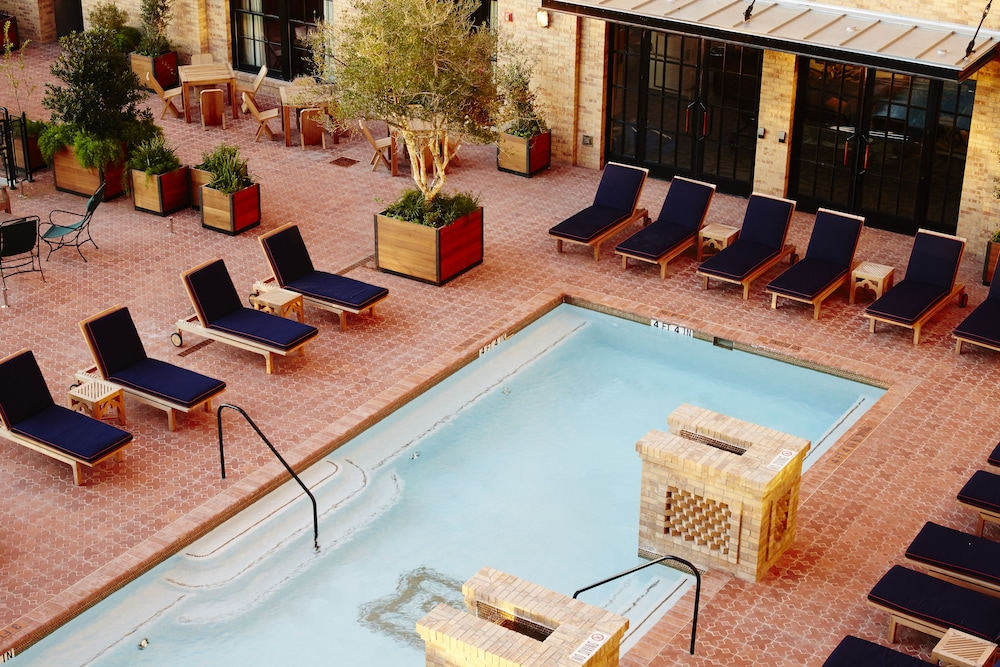 Outdoor Pool, Hotel Emma
