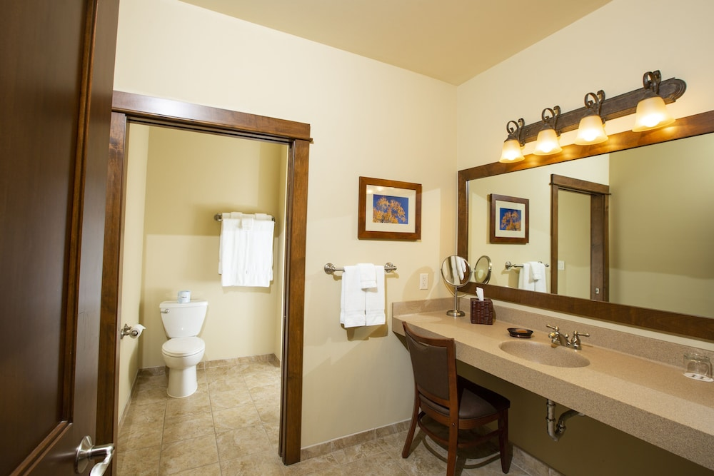 Bathroom, Rockwell Lake Lodge