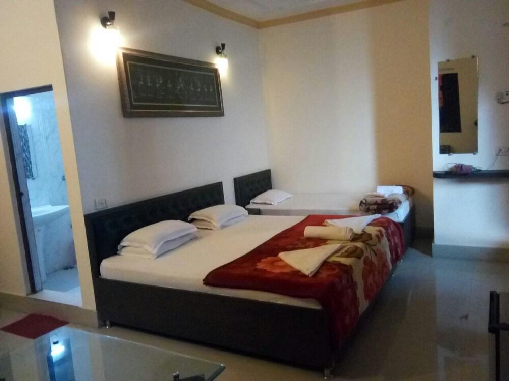 6b4a26a6daa44e Hotel Sita(place on heritage ghats of benaras) Deals   Reviews ...